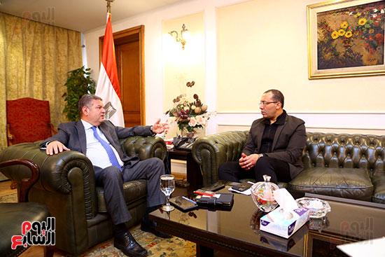 وزير قطاع الأعمال هشام توفيق مع اليوم السابع (6)