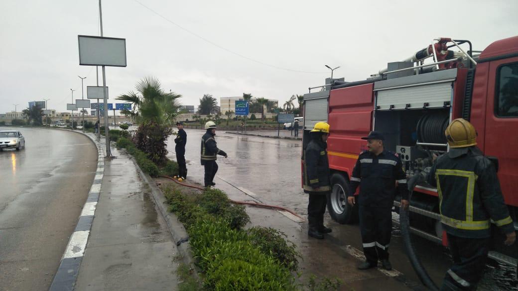 الداخلية تواجه الأمطار في الشوارع (2)