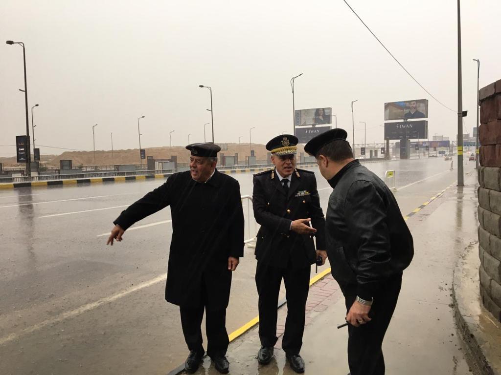 المرور يتصدى لموجة الطقس السيئ  (4)