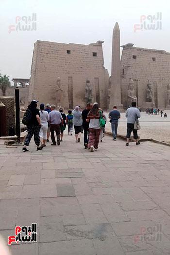 أفواج-سياحية-تتوافد-على-المعابد-الفرعونية-والمعالم-الآثرية-بمحافظة-الأقصر-(5)