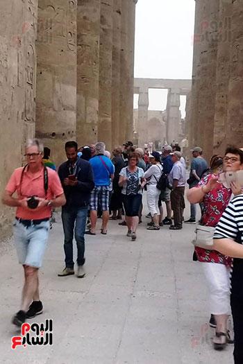 أفواج-سياحية-تتوافد-على-المعابد-الفرعونية-والمعالم-الآثرية-بمحافظة-الأقصر-(2)