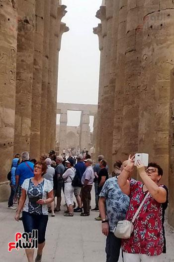 أفواج-سياحية-تتوافد-على-المعابد-الفرعونية-والمعالم-الآثرية-بمحافظة-الأقصر-(4)