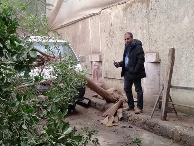 رفع مياه الأمطار من الطرق والشوارع بمدينة أبو قرقاص فى المنيا (1)