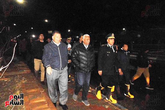محافظ السويس والقيادات التنفيذية يتفقدون شوارع المحافظة (2)