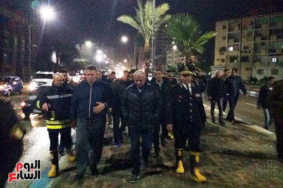 محافظ السويس والقيادات التنفيذية يتفقدون شوارع المحافظة (3)
