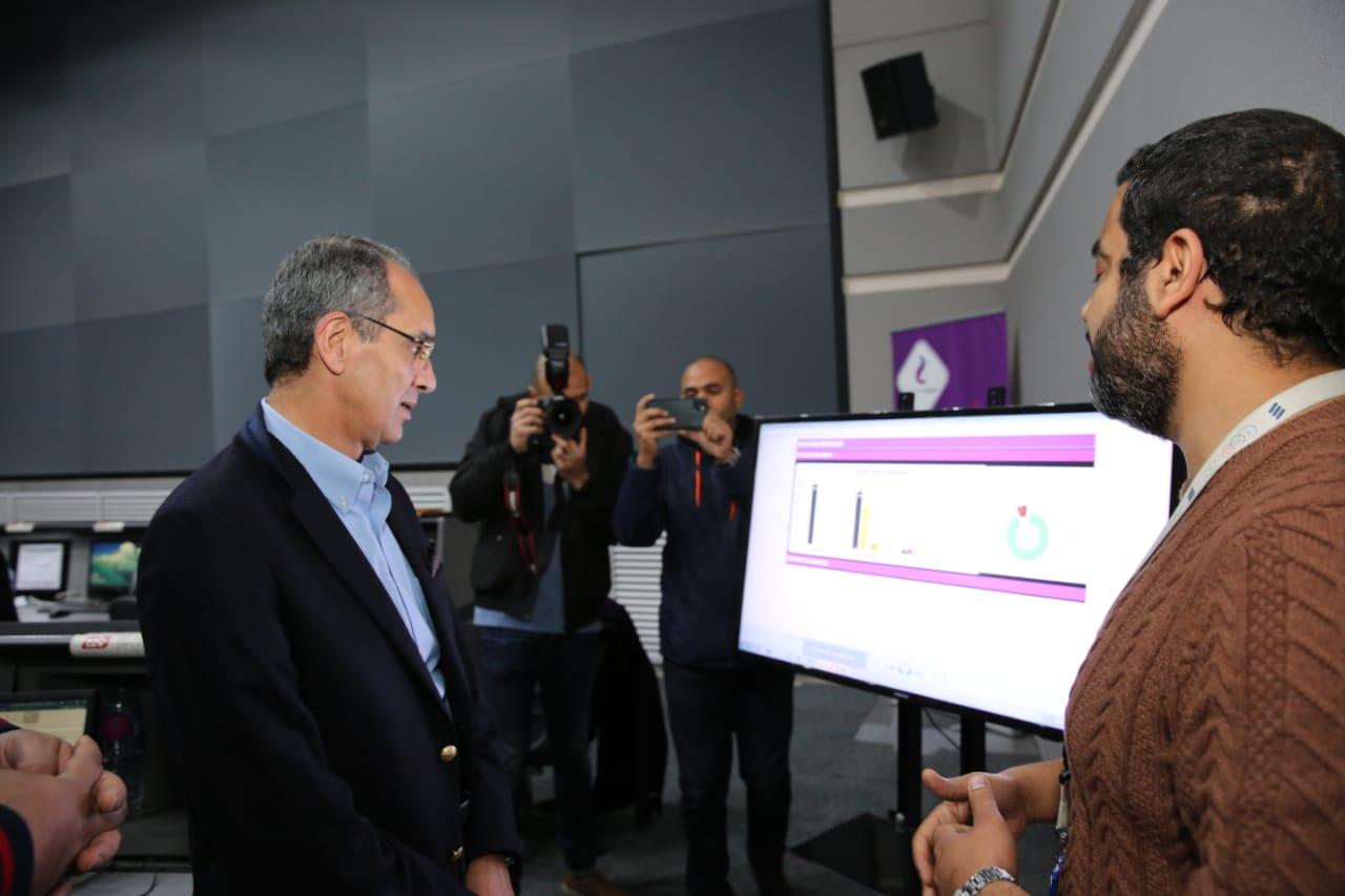 وزير الاتصالات يتابع انتظام خدمات الاتصالات