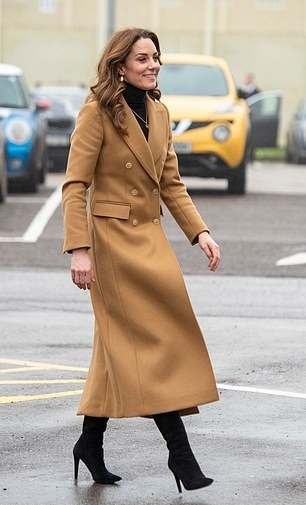 كيت بمعطف الإبل