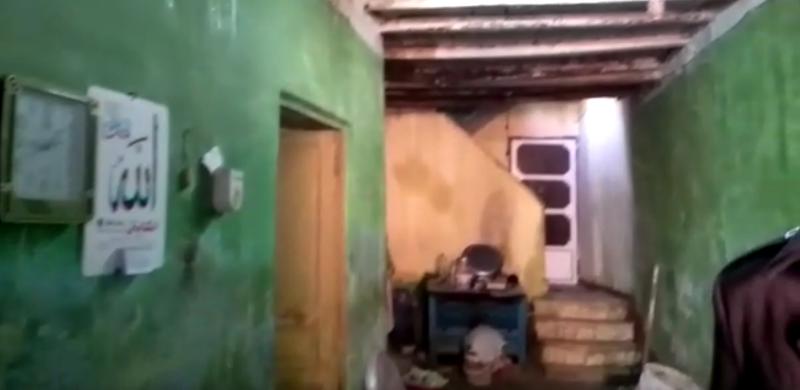 المحافظ يتفقد المنازل المتضررة من الامطار        5