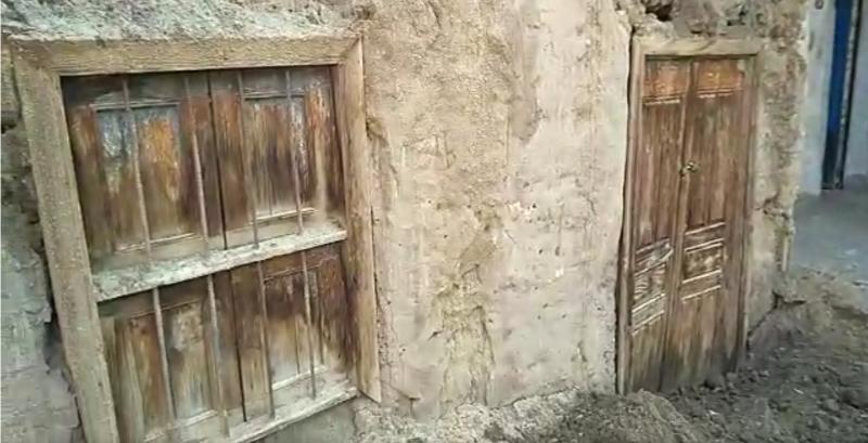 المحافظ يتفقد المنازل المتضررة من الامطار       7