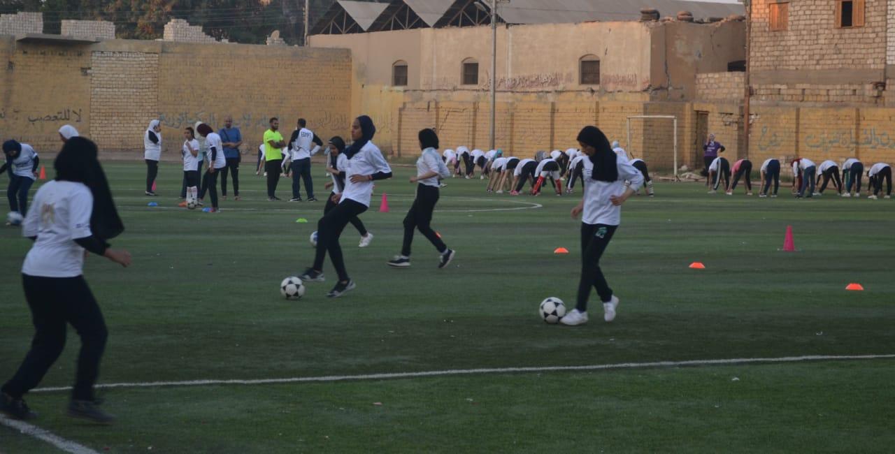 فريق كرة القدم النسائية بمركز شباب البرجاية بالمنيا (8)