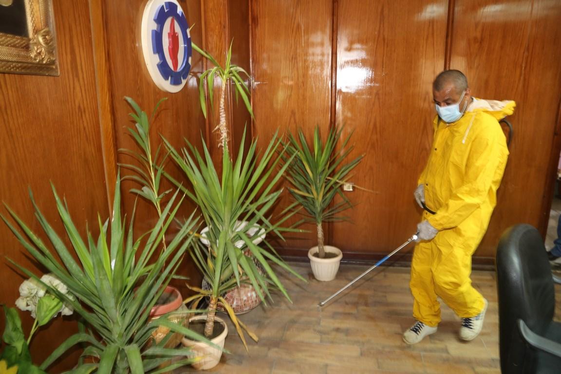بدء حملة تطهير المنشآت الحكومية لمواجهة فيروس كورونا بالسويس (5)