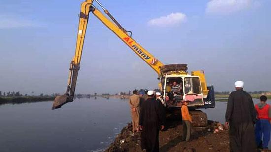 غرق الأرضي الزراعية وعشرات المنازل بقرية بحر البقر (3)