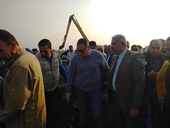 غرق الأرضي الزراعية وعشرات المنازل بقرية بحر البقر (5)
