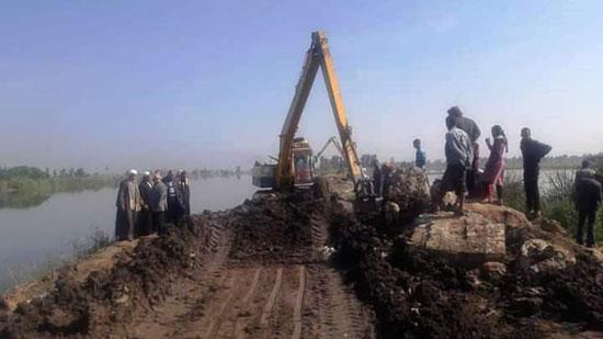 غرق الأرضي الزراعية وعشرات المنازل بقرية بحر البقر (4)