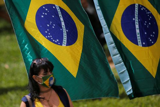 سيدة برازيلية تشارك فى الاحتجاج