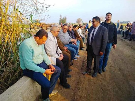 غرق الأرضي الزراعية وعشرات المنازل بقرية بحر البقر (2)