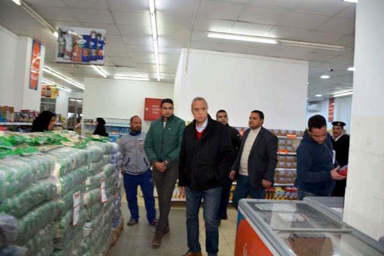حملات على المقاهى لمصادرة الشيش (4)