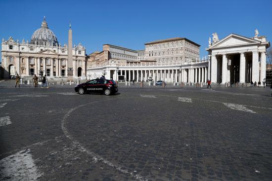 سيارة-شرطة-فى-وسط-الفاتيكان