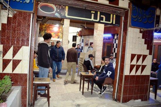 حملات على المقاهى لمصادرة الشيش (3)