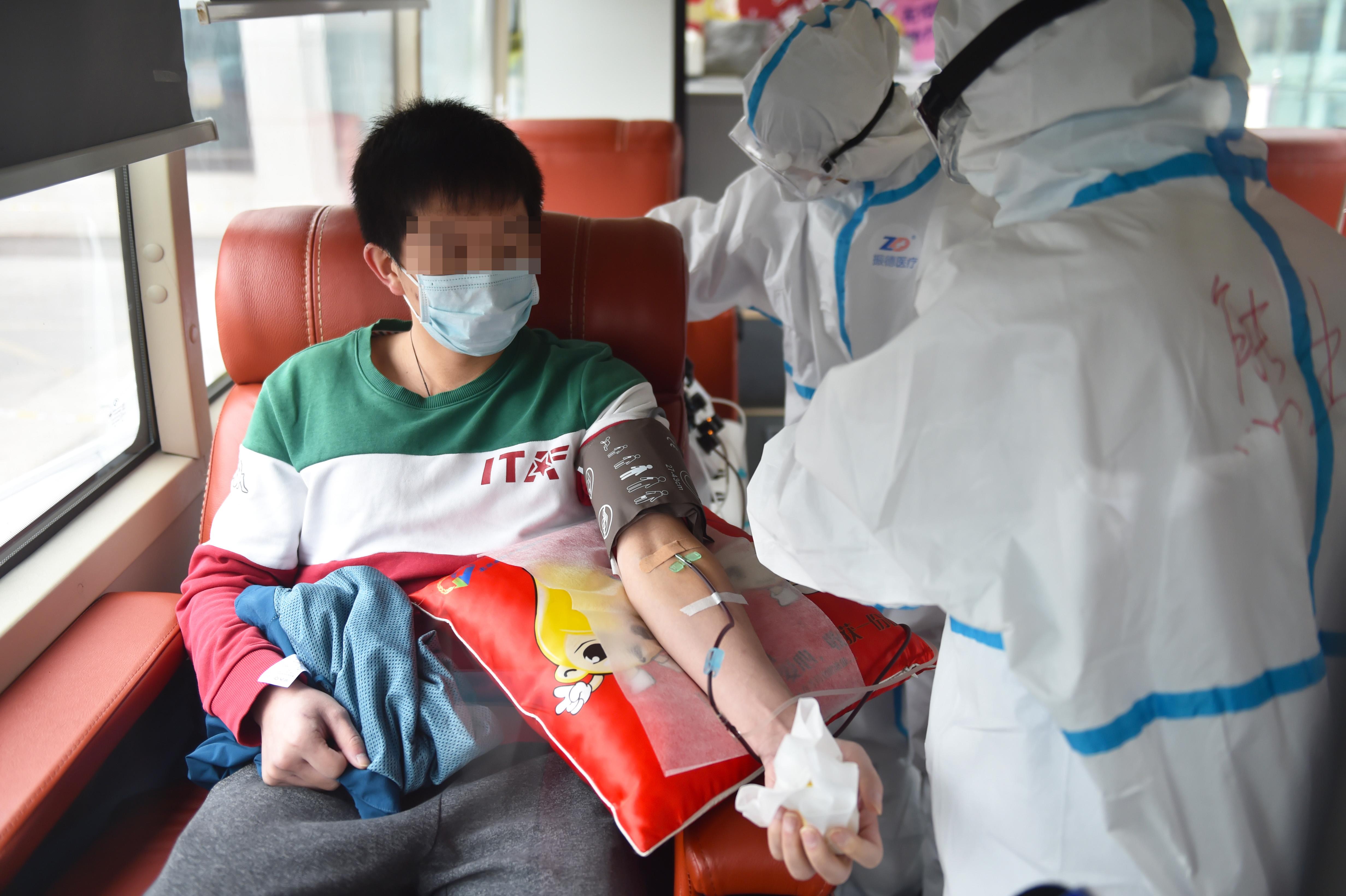 الصين تحث المرضى المتعافين التبرع بالبلازما