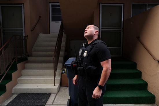 أحد عناصر شرطة الهجرة الأمريكية