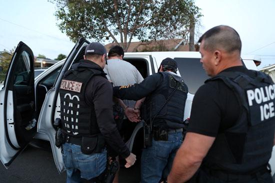 شرطة الهجرة تعتقل شخص