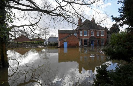 غرق منزل فى بريطانيا
