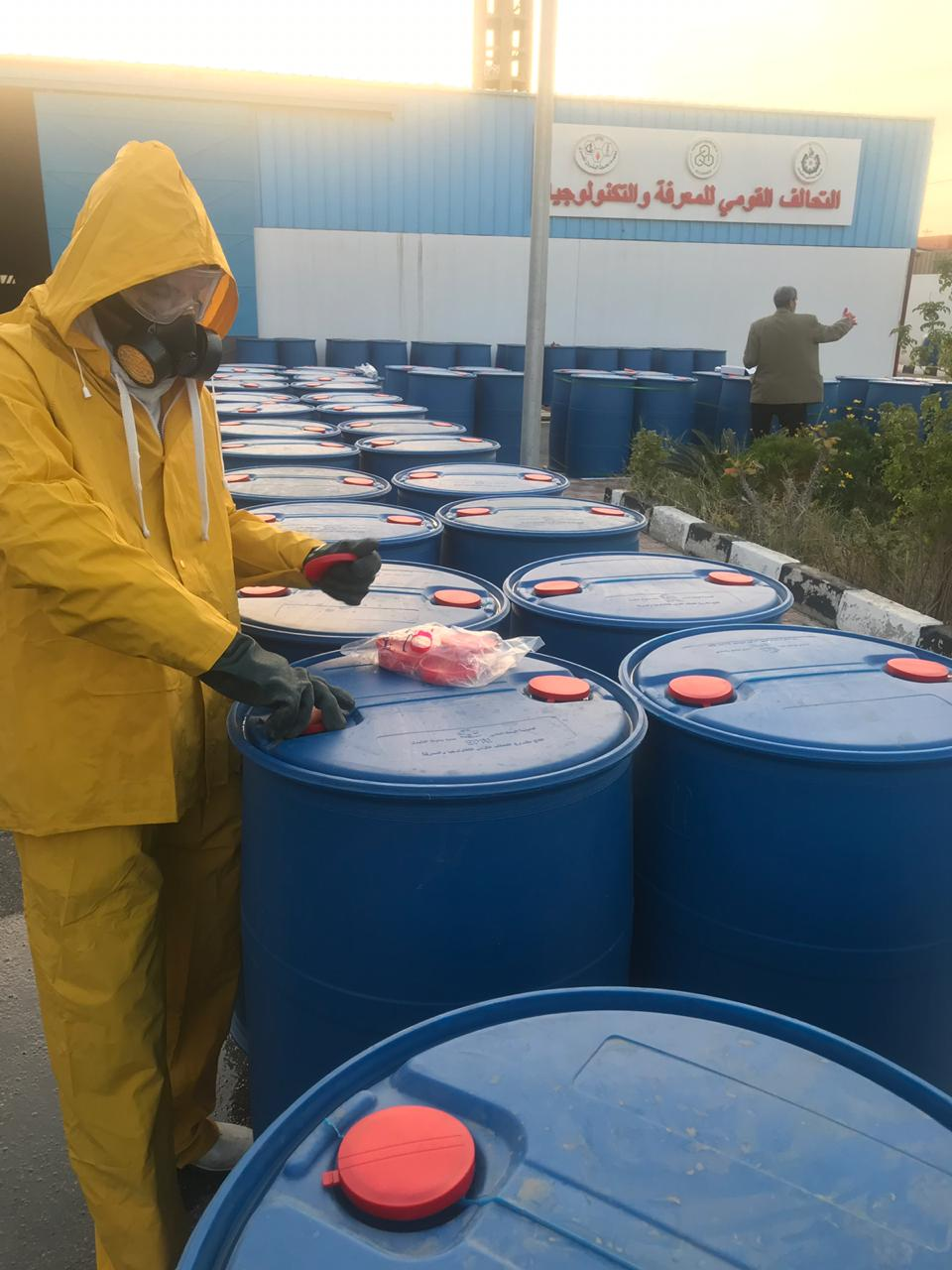 معهد بحوث البترول وأكاديمية البحث العلمى ينتجان مواد مطهرة