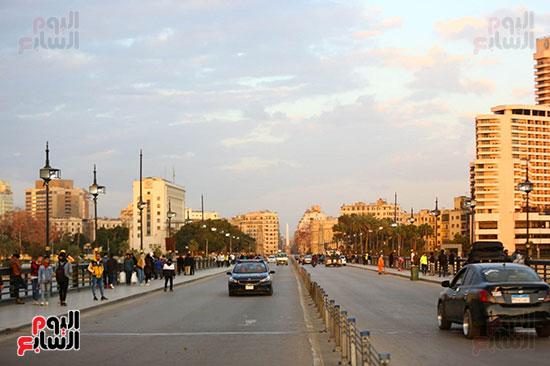 المواطنون لم يلتزموا المنازل ويواصلون التنزه بكورنيش النيل