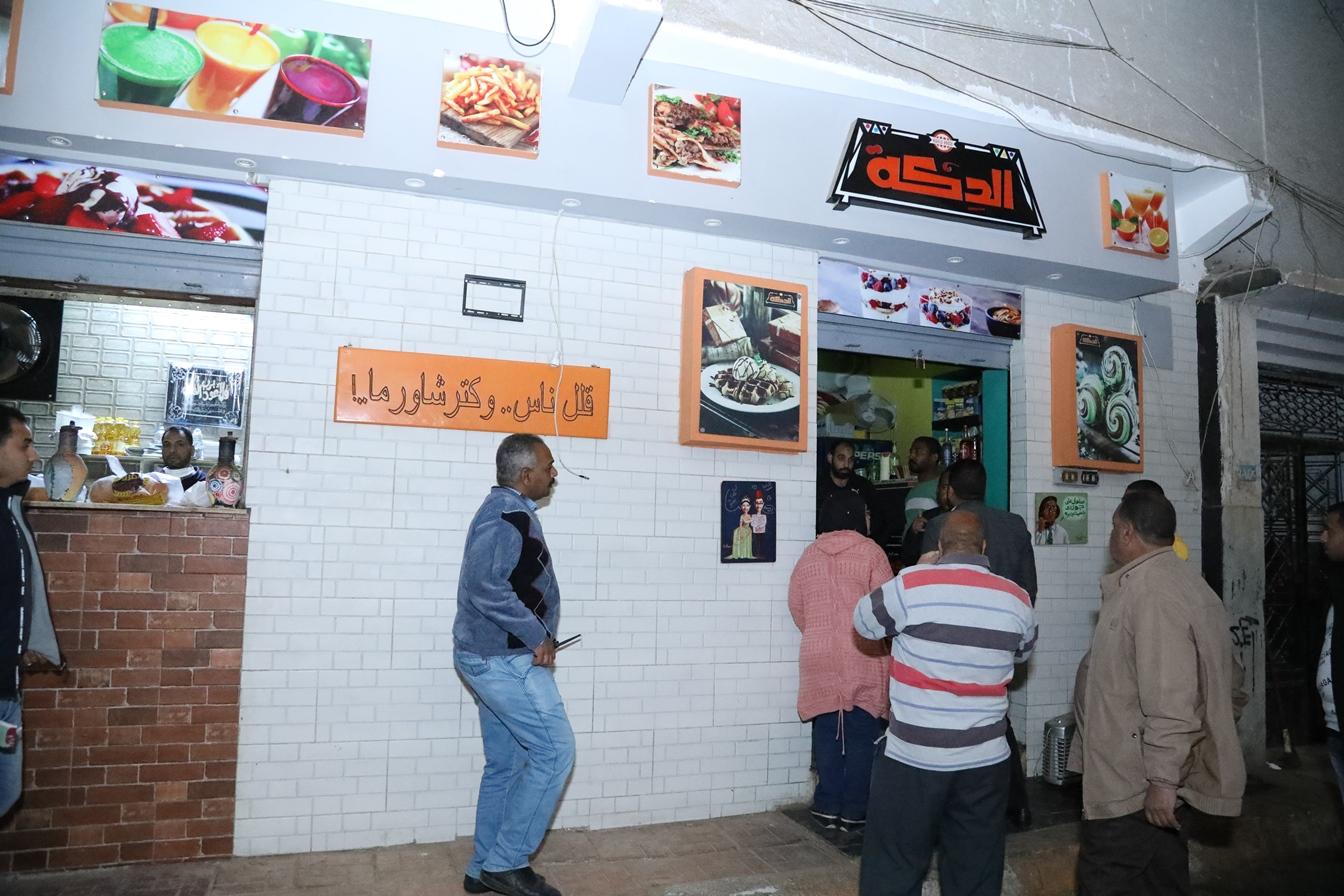 4 نائب محافظ قنا يتابع تنفيذ قرار غلق المطاعم والمقاهي