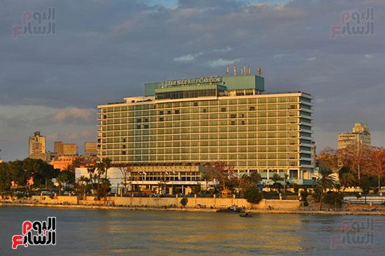 كورنيش النيل يستقبل المواطنين رغم تحذيرات الكومة من فيرس كورونا (2)