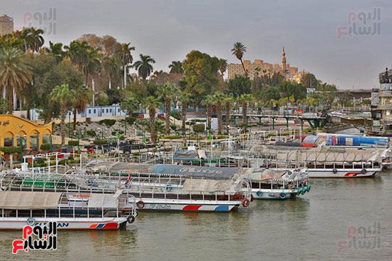 المراكب النيلية تصطف على كورنيش النيل