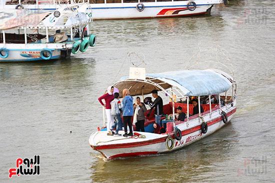 استمرار الرحلات النيلية رغم تحذيرات الحكومة من مرض كورونا