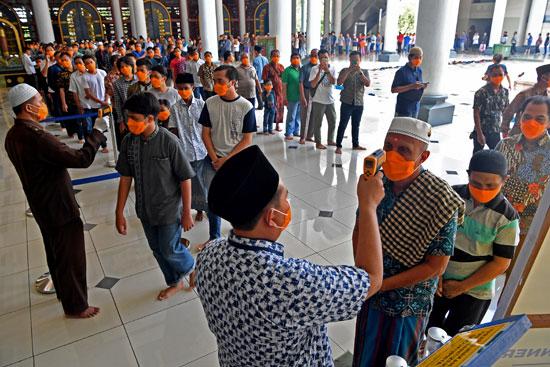 فحص المصلين بإندونيسيا