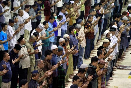 صلاة الجمعة فى إندونيسيا (2)