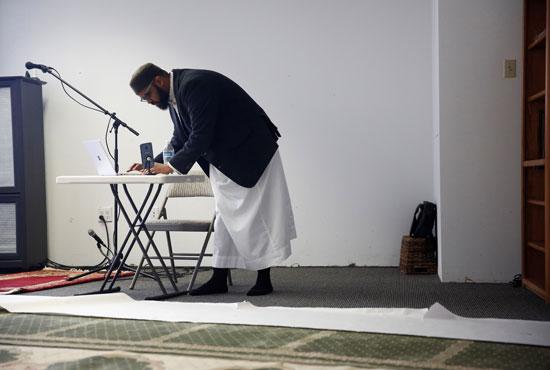 الامام بمفرده فى المسجد