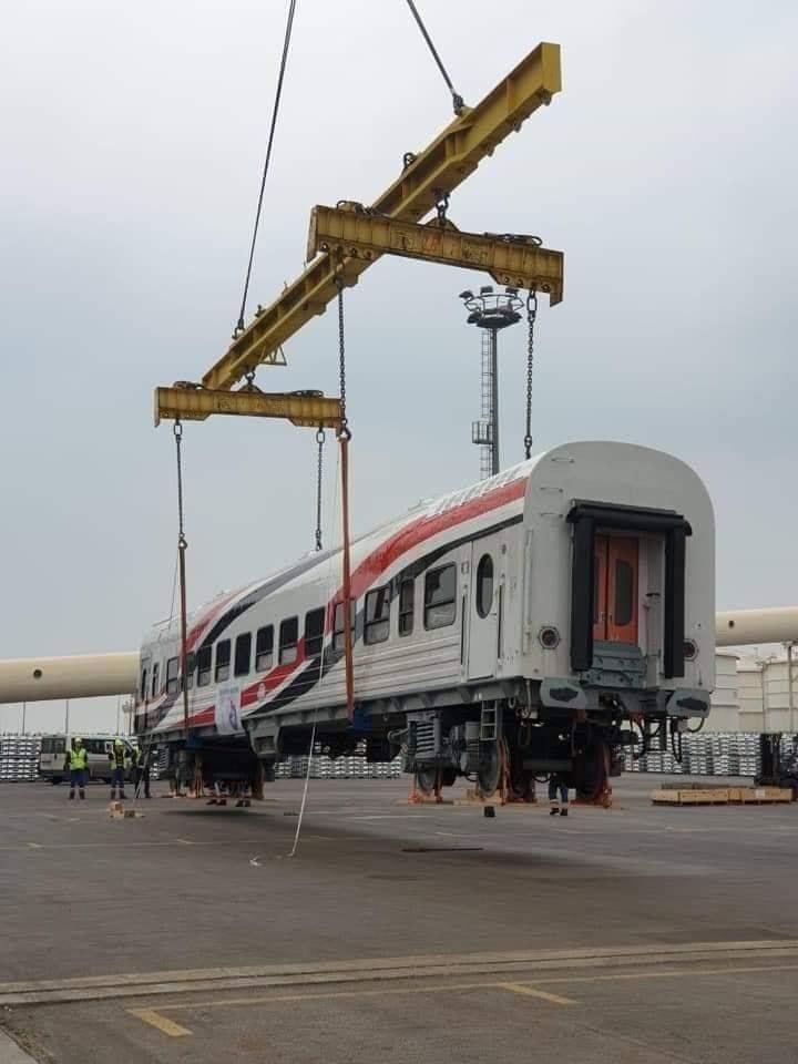 -العربة الجديدة بالسكة الحديد (2)