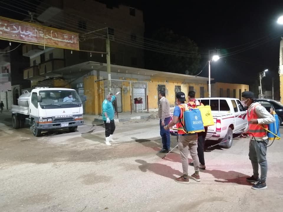 شباب مدينة الطود يواصلون حملاتهم لتطهير وتعقيم الطرق والشوارع