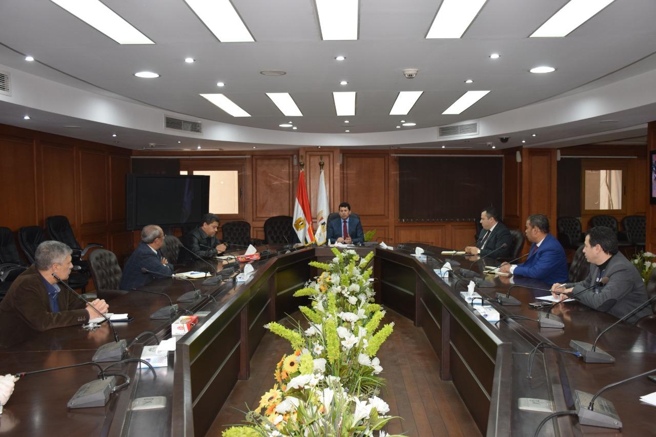 اجتماع الوزير مع المسئولين بالهيئات الشبابية