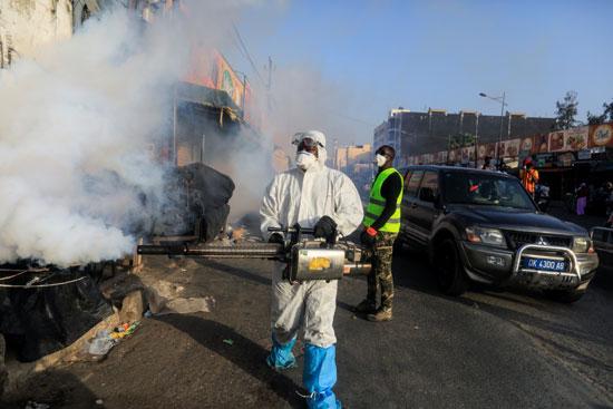 حملات تطهير وتعقيم شوارع السنغال
