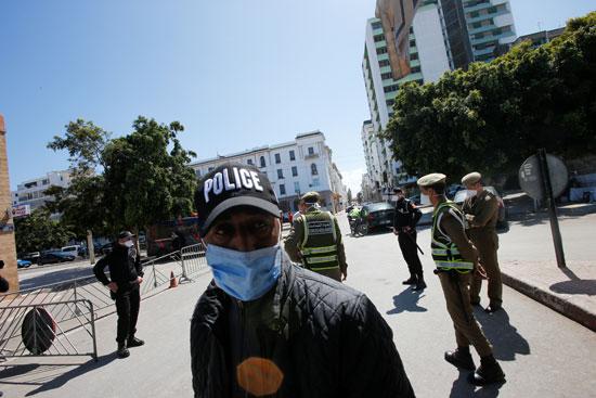الشرطة و الجيش بالشارع لفرض حالة الطوارئ