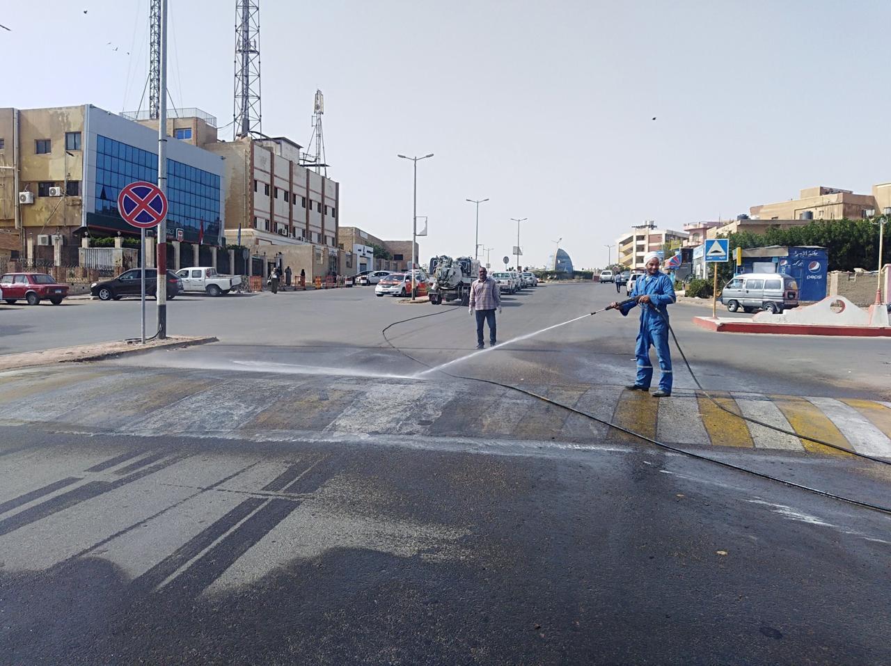 تعقيم شوارع مدينة رأس غارب بالبحر الأحمر للوقاية من كورونا (1)