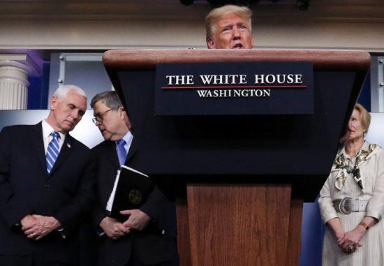 ترامب-،-مع-نائب-الرئيس-مايك-بنس-،-والنائب-العام-بيل-بار-ومنسقة-الاستجابة-للفايروسات-التاجية-في-البيت-الأبيض