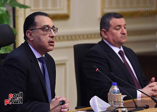 مؤتمر صحفي لرئيس الوزراء (2)
