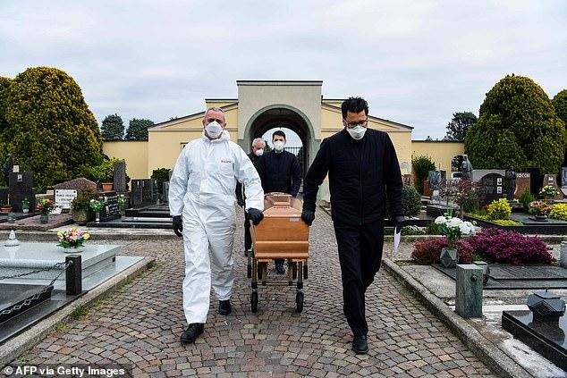 وفاة كاهن ايطالي