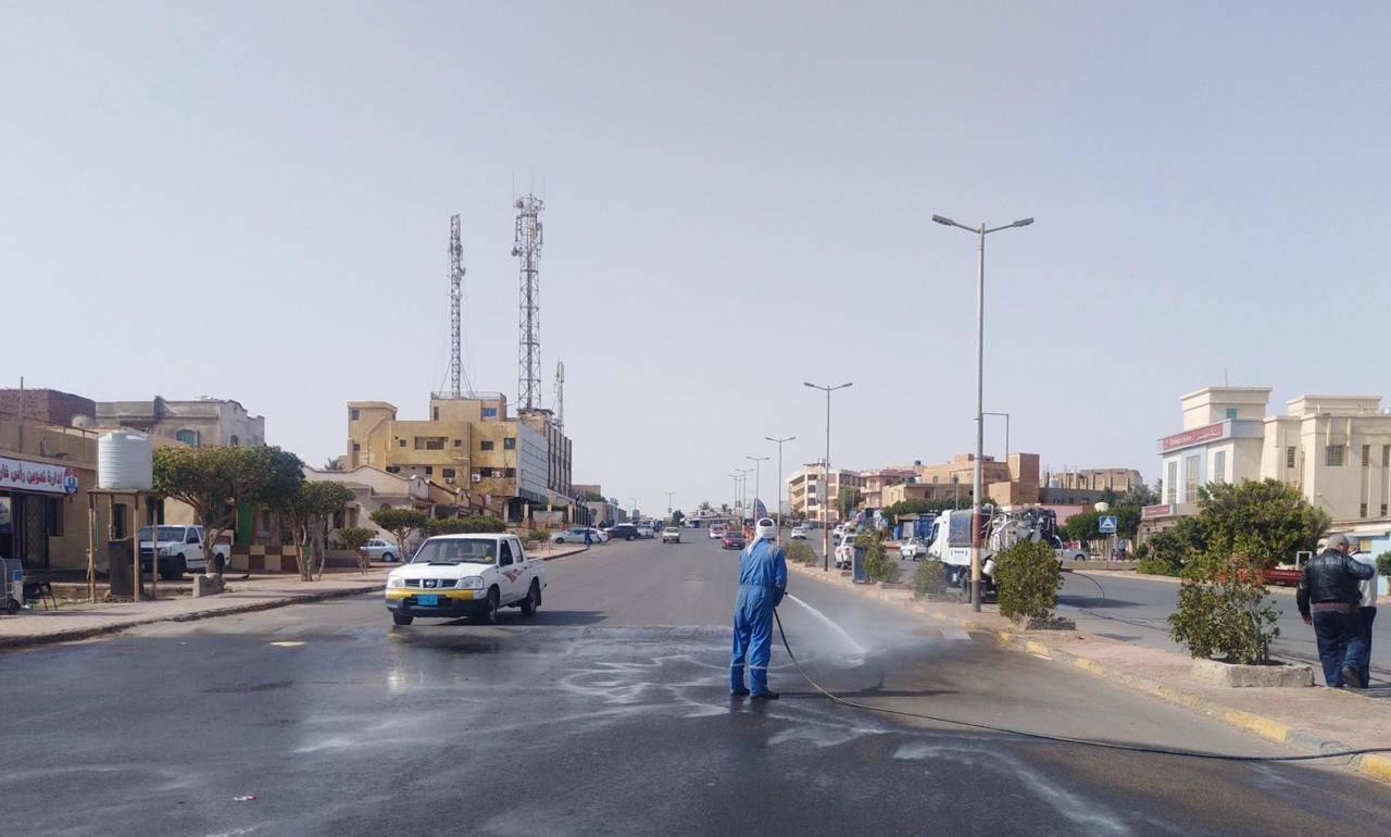 تعقيم شوارع مدينة رأس غارب بالبحر الأحمر للوقاية من كورونا (2)