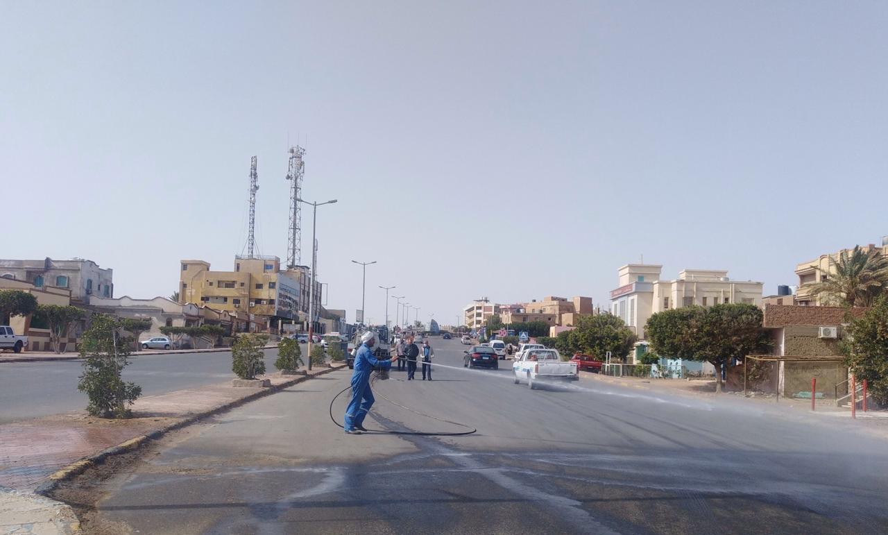 تعقيم شوارع مدينة رأس غارب بالبحر الأحمر للوقاية من كورونا (3)