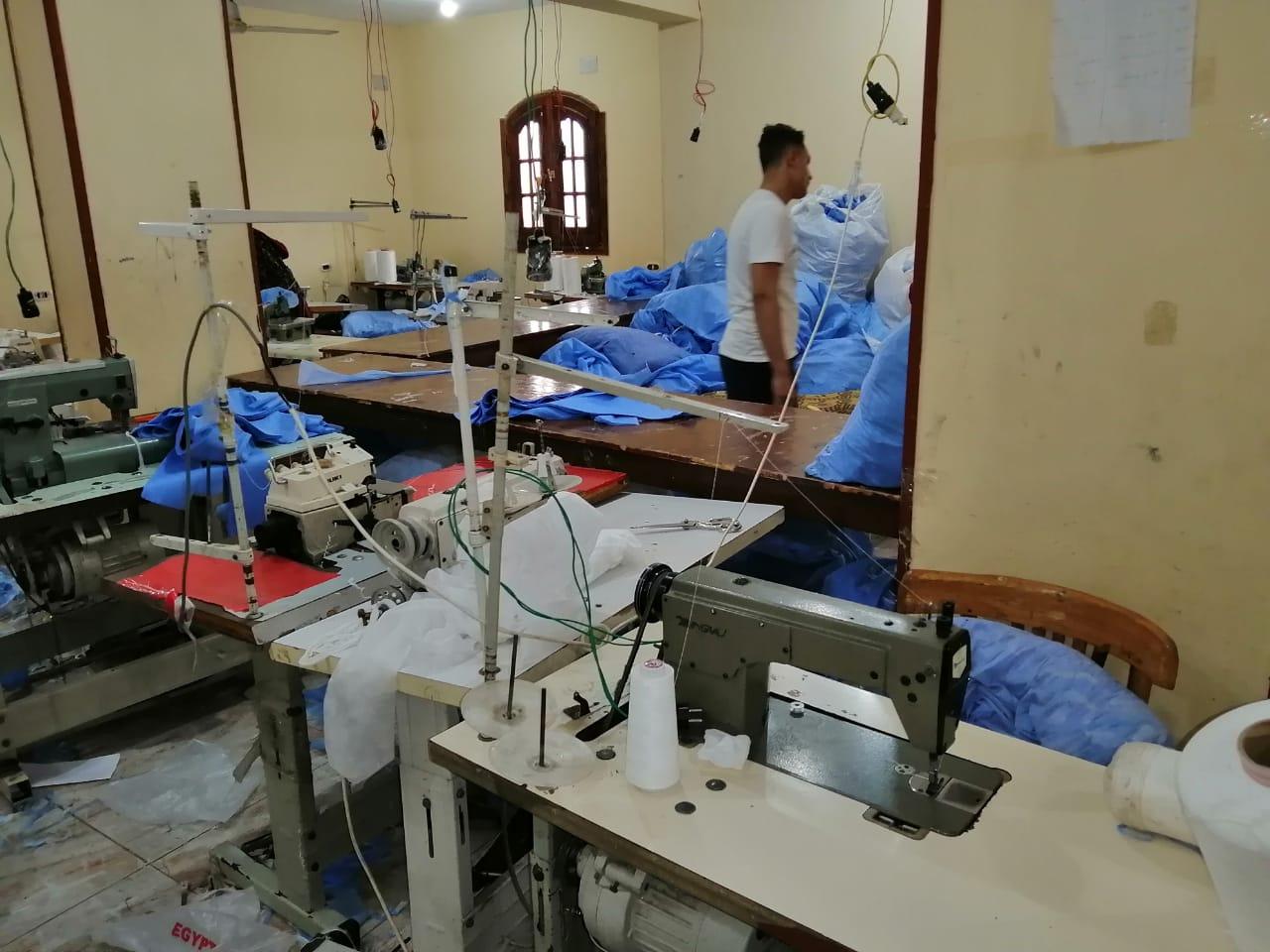 ضبط مصنع كمامات بالشرقية (1)
