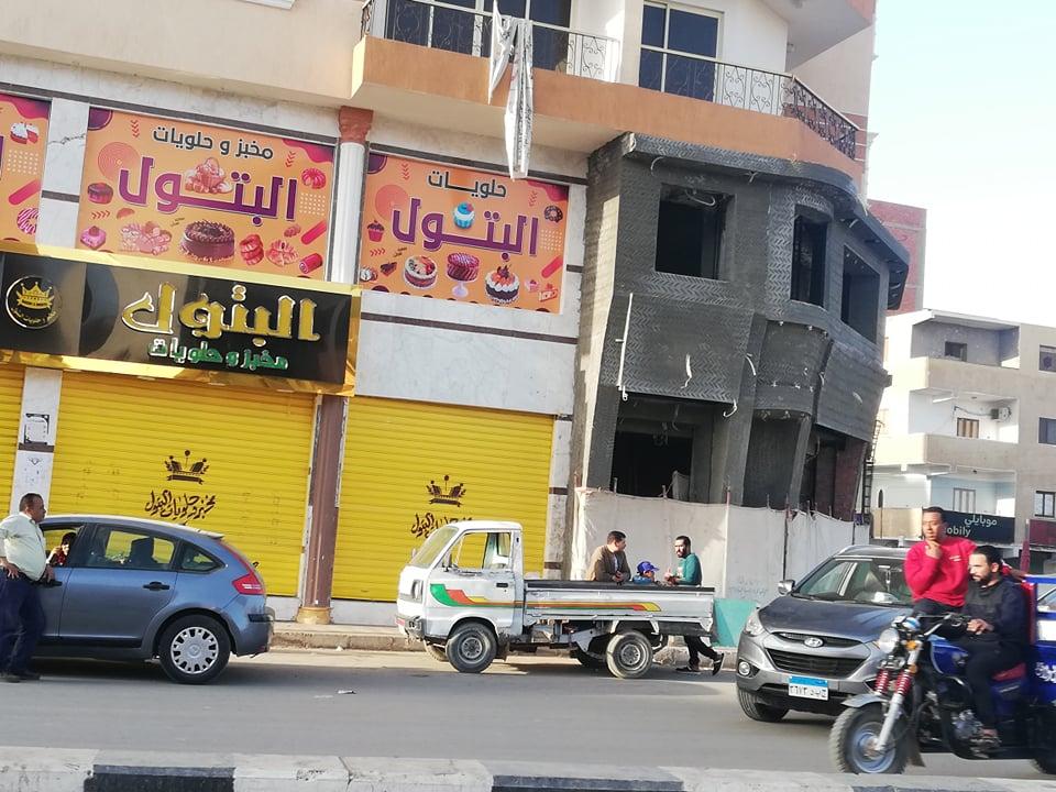 التزام اصحاب المحلات بالوادى الجديد  بقرار الغلق فى الخامسة مساءا  (8)