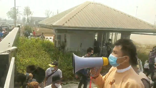 المسئولون فى ميانمار